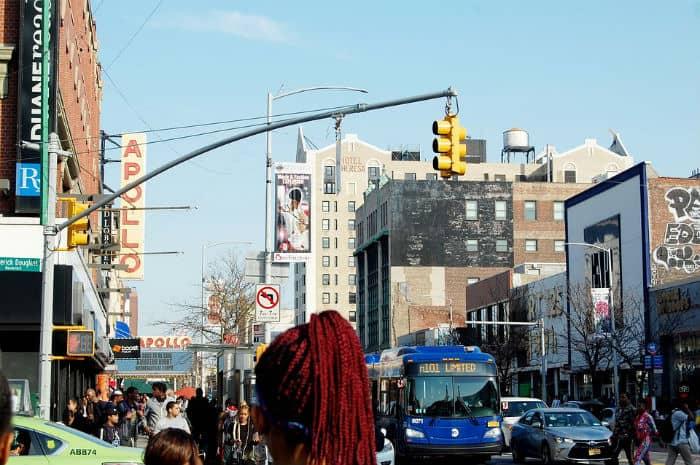 Contrastes de Nueva York visita Harlem