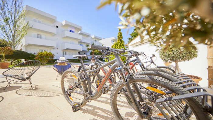 Parking de bicicletas en el Prinsotel Mal Pas