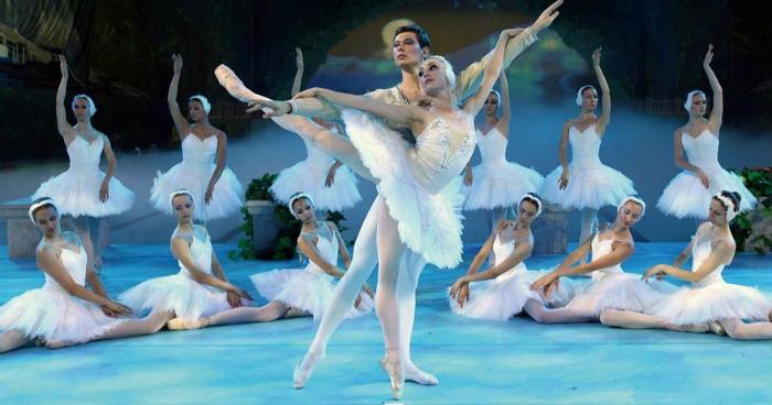Una representación de El Lago de los Cisnes por el Ballet Nacional Ruso