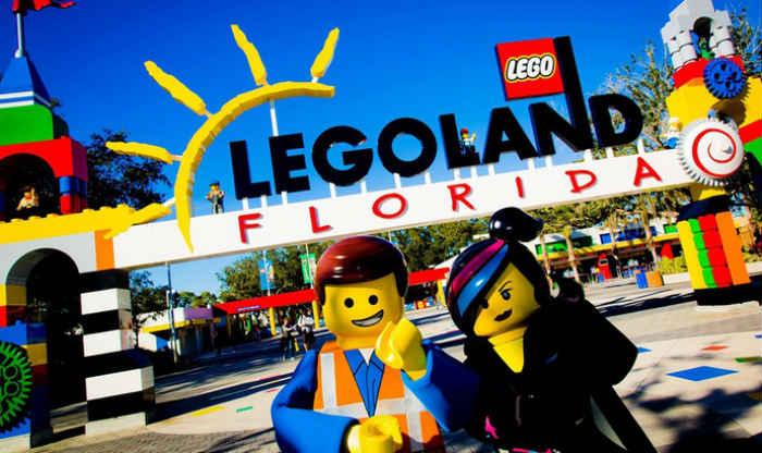 Acceso principal al parque Legoland Florida (EE. UU.)