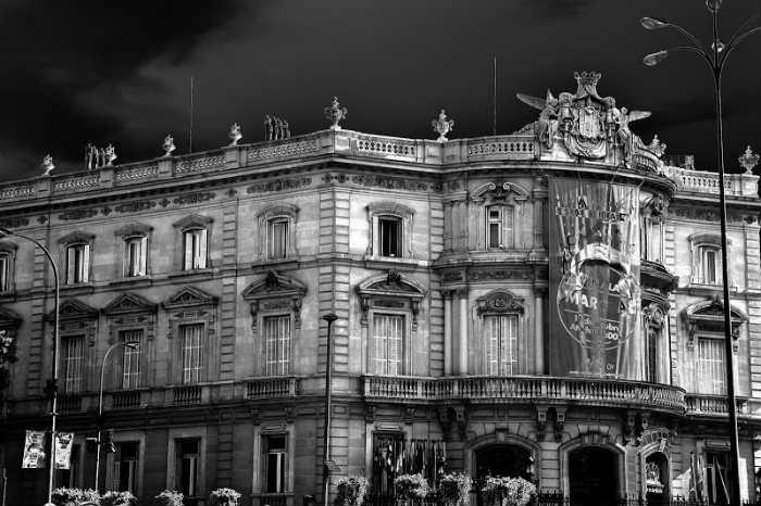 """Palacio de Linares, donde """"habita"""" la """"chica que llora"""""""